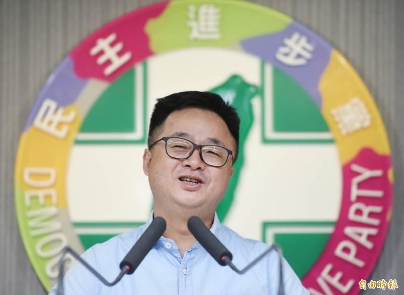 針對民進黨尚未完成的20個區域立委徵召提名作業,民進黨秘書長羅文嘉今表示,8月21日將再開中執會,進行第3波提名,並希望完成8成的提名進度。(記者朱沛雄攝)