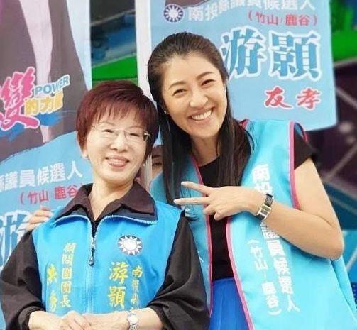 前國民黨主席洪秀柱(左)主動爭取參選台南市第六選區立委,藍委許淑華(右)日前在臉書表示,「溫柔的大姊頭、驃悍的小巨人」。(圖擷取自許淑華臉書)