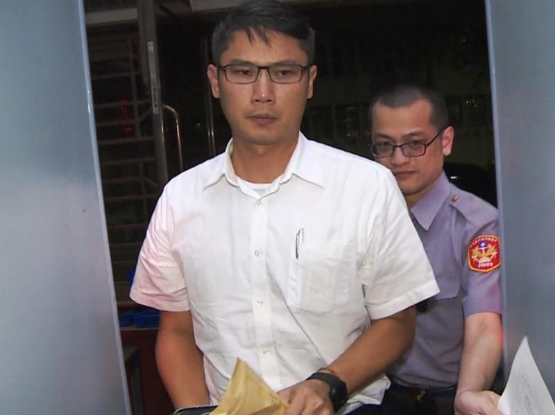 前侍衛室軍官徐兆峰,訊後被諭令30萬元交保。(記者錢利忠翻攝)