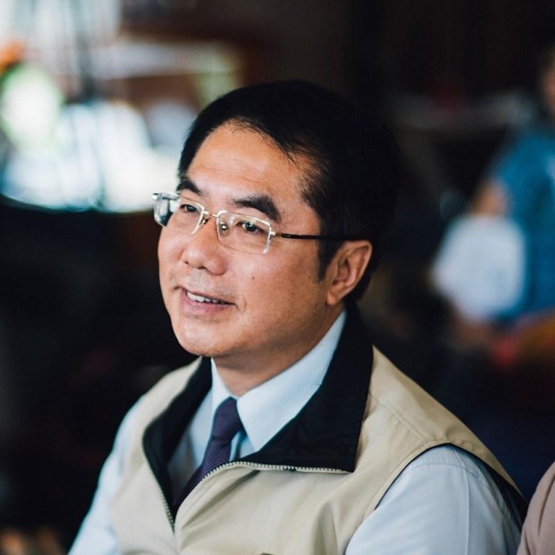 台南市長黃偉哲說,做出停班課的決定,是為民眾著想,總統也致電關心。(翻攝黃偉哲臉書)
