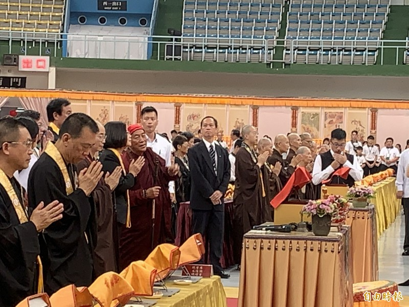 蔡英文總統和心道法師進行禮佛時,短暫交談。(記者陳恩惠攝)