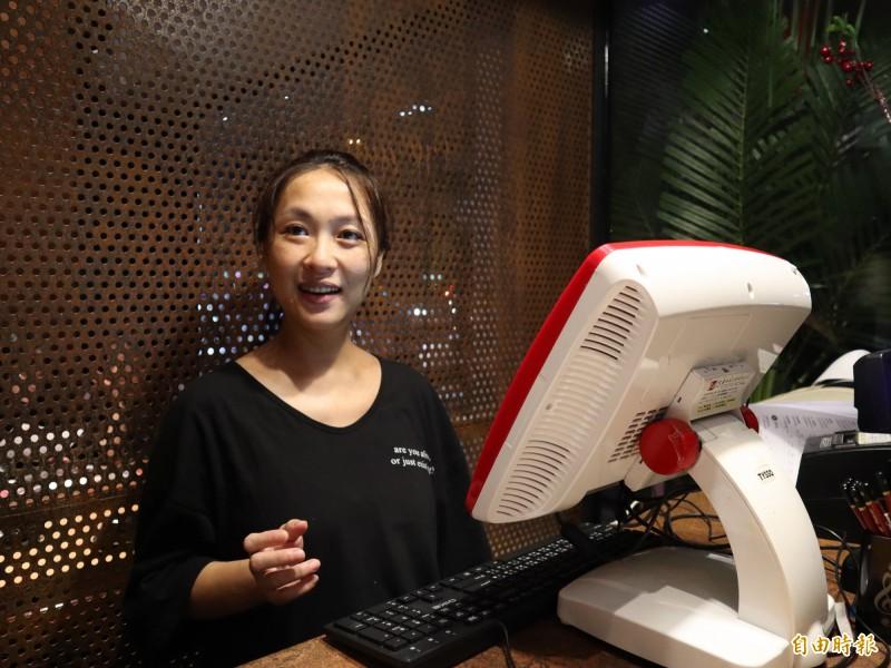 客家女子高茄虹開設「出雲鍋物」,要讓消費者吃到天然的古早味。(記者歐素美攝)