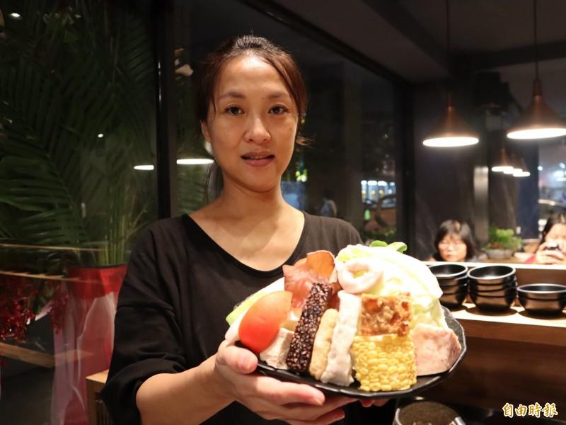 客家女子高茄虹開設「出雲鍋物」。(記者歐素美攝)