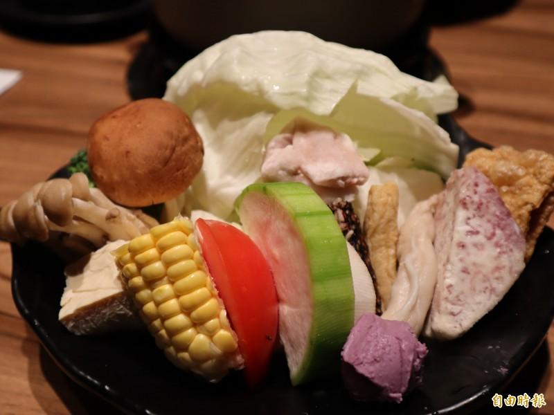 新鮮的菜盤。(記者歐素美攝)