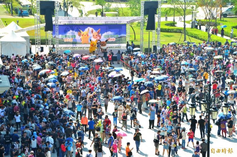 去年11月台南的寶可夢活動,5天累計破百萬人次參與。(資料照)