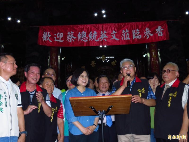 國民黨中評委、湧蓮寺主委陳宏昌(前排右二)今日受訪表示,開除他一人不會換得國民黨的團結。(資料照,記者陳心瑜攝)