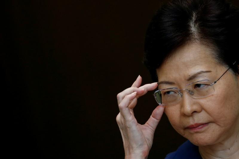 香港特首林鄭月娥今日接受媒體採訪表示,希望受傷女子能夠報警,此話一出引起網友撻伐。(路透社)