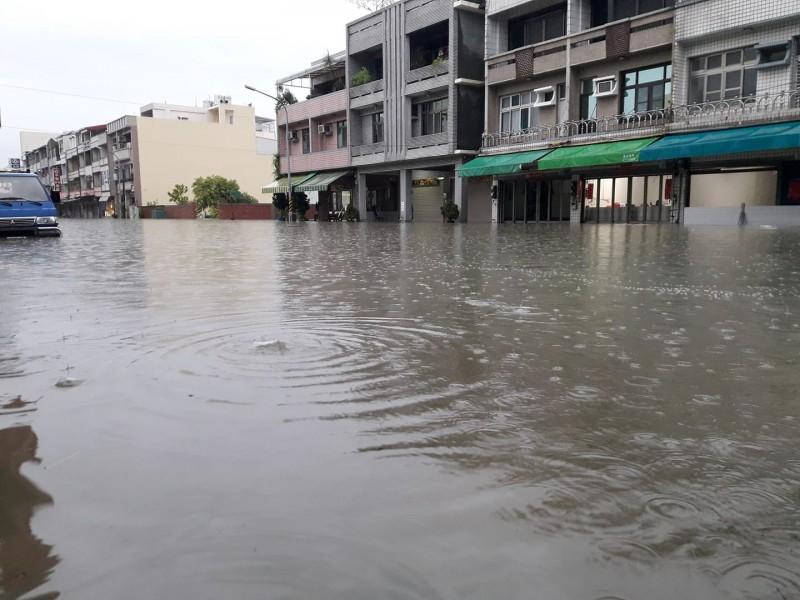 台南仁德中正路區公所附近。(圖擷取自黃偉哲臉書)