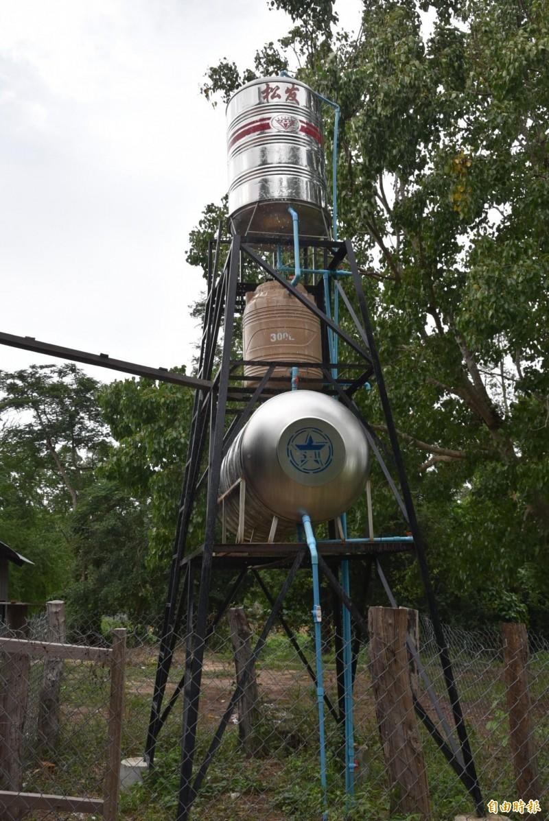 台北醫學大學與實踐大學和柬埔寨馬德望偏鄉的學校及志工合作,打造過濾水塔系統給小學使用,改善當地用水衛生問題。(記者吳柏軒攝)