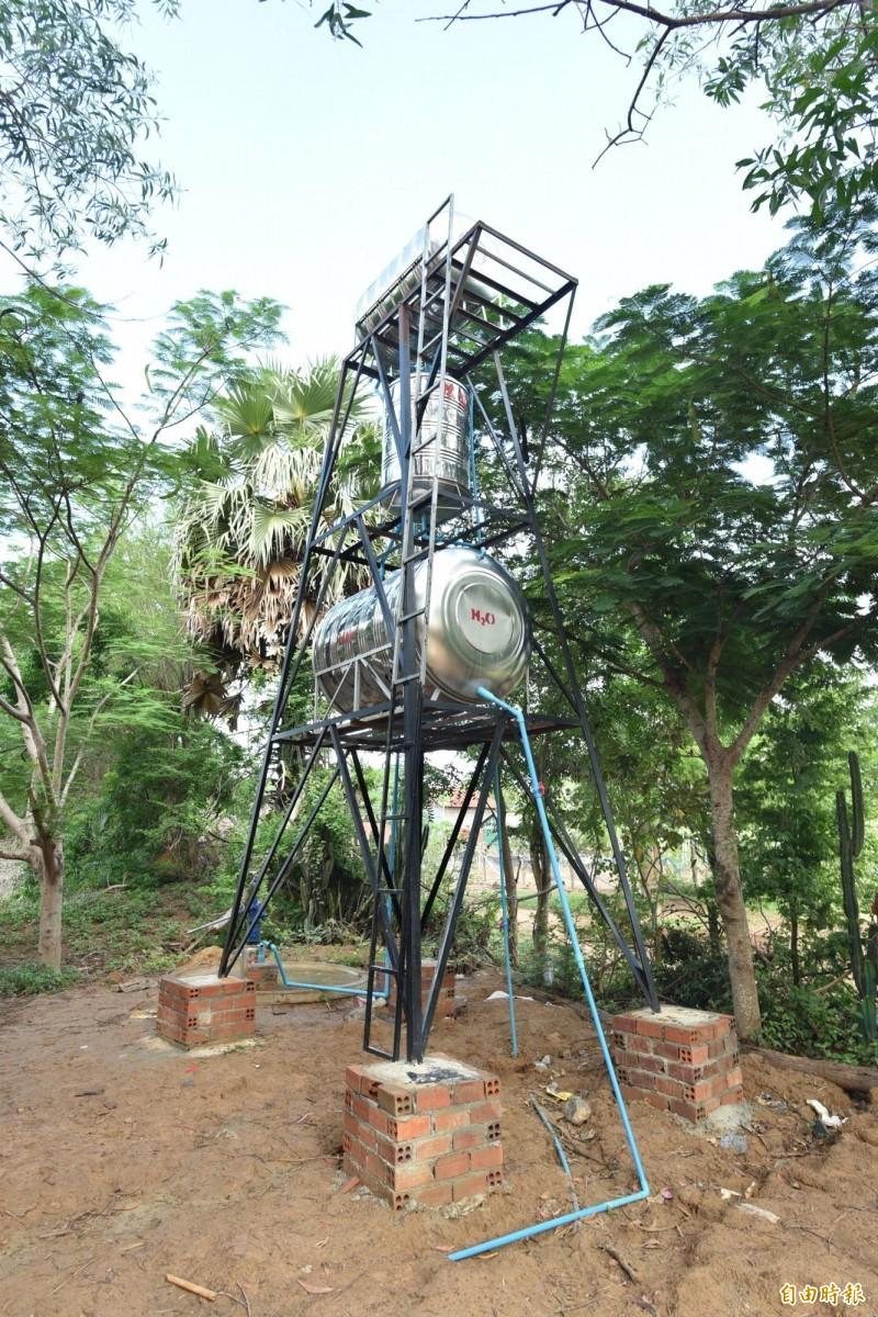 台北醫學大學與實踐大學合作,在柬埔寨偏鄉建置過濾水塔系統。(記者吳柏軒攝)