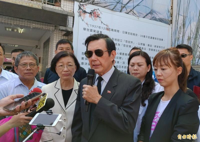 馬英九表示,香港再這樣發展下去,真的是會萬劫不復,呼籲大家應坐下來談。(記者蔡文居攝)