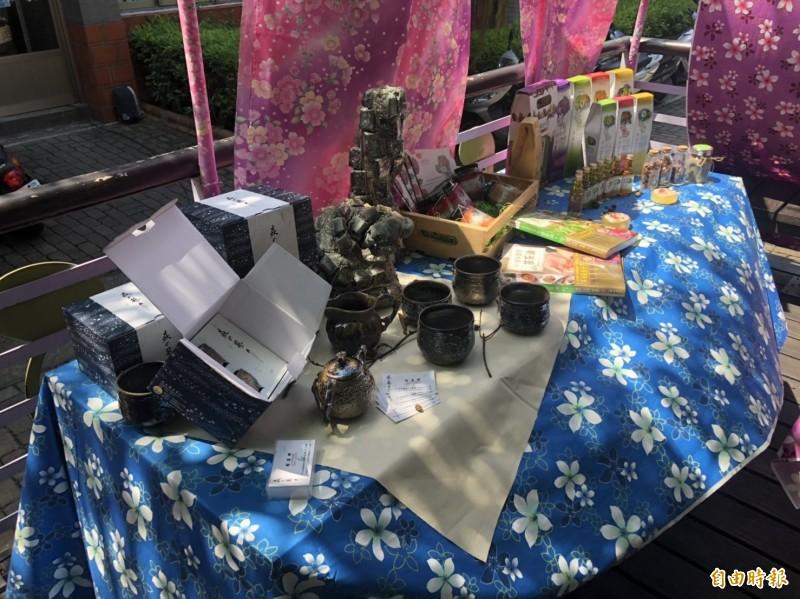 活動現場還有捏陶、茶席等教學,呈現山城的生活美學。(記者鄭名翔攝)