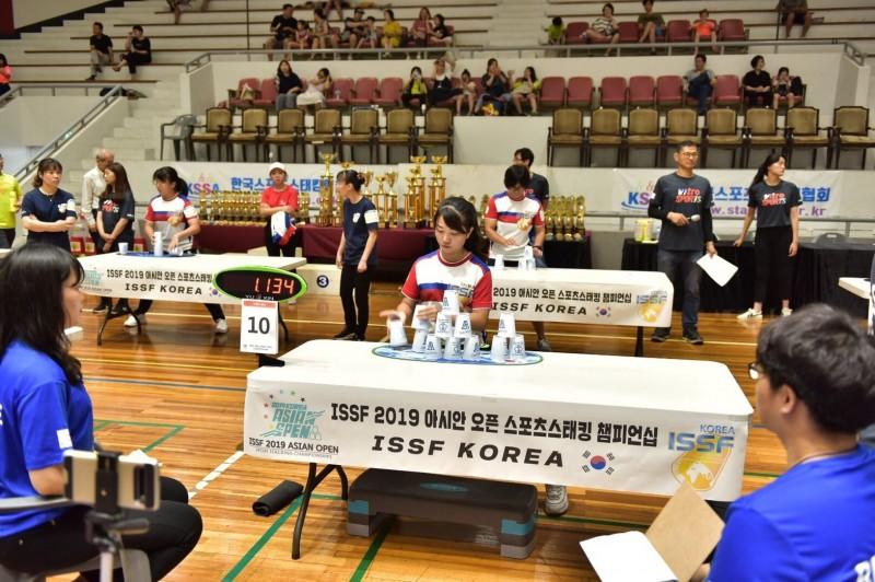 光復高中三年級吳宜璇奪下17歲組個人女子組冠軍並在五人賽制組的國際挑戰賽奪下總冠軍,成為實至名歸的雙冠王。(記者蔡彰盛翻攝)