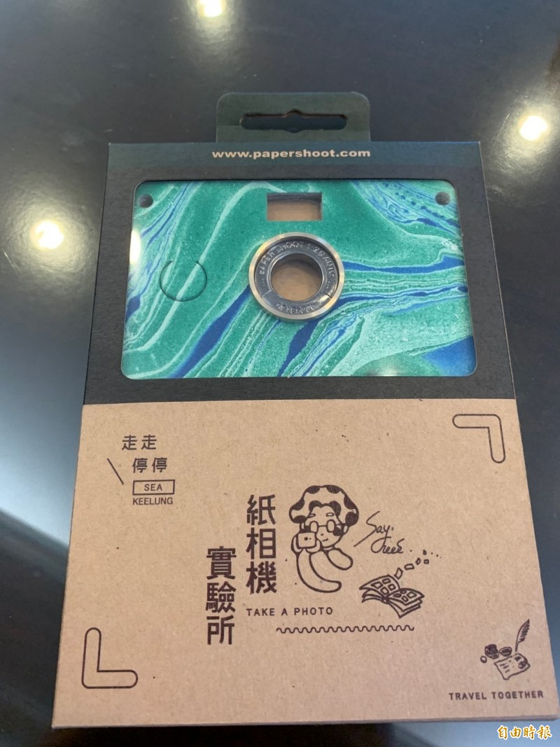 二信廣設科學子的「紙相機」從8697件作品中脫穎而出,勇奪德國紅點設計獎。(記者林欣漢攝)
