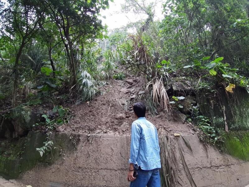 南投集集大山產業道路因大雨坍方。(記者劉濱銓翻攝)