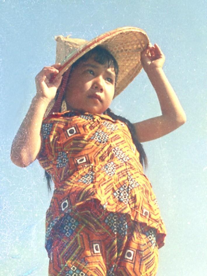 鐘清溪1971年所拍下的小琉球女孩。(鐘清溪提供)