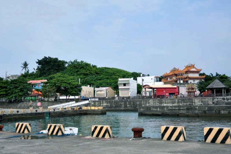 鐘清溪今年所拍的小琉球海仔口漁村。(鐘清溪提供)