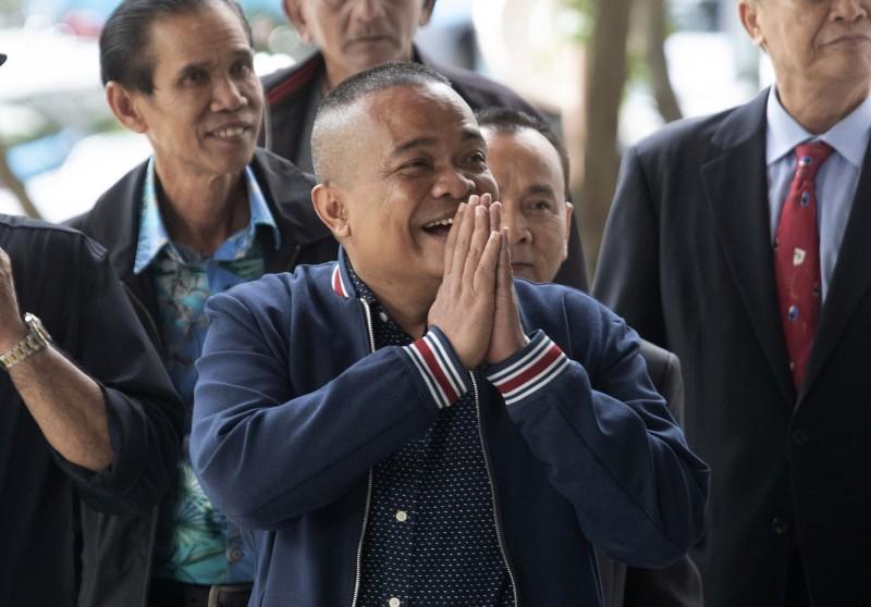 泰國「紅衫軍」領導人之一乍度蓬(Jatuporn Phromphan)今出庭聆聽宣判。(美聯社)
