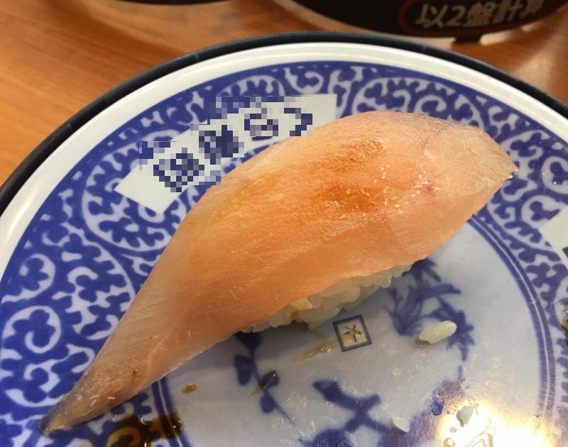 1名網友在臉書貼出「數十隻小白蟲在生魚片壽司上蠕動」的影片,引發網友熱議。(圖取自爆廢公社)