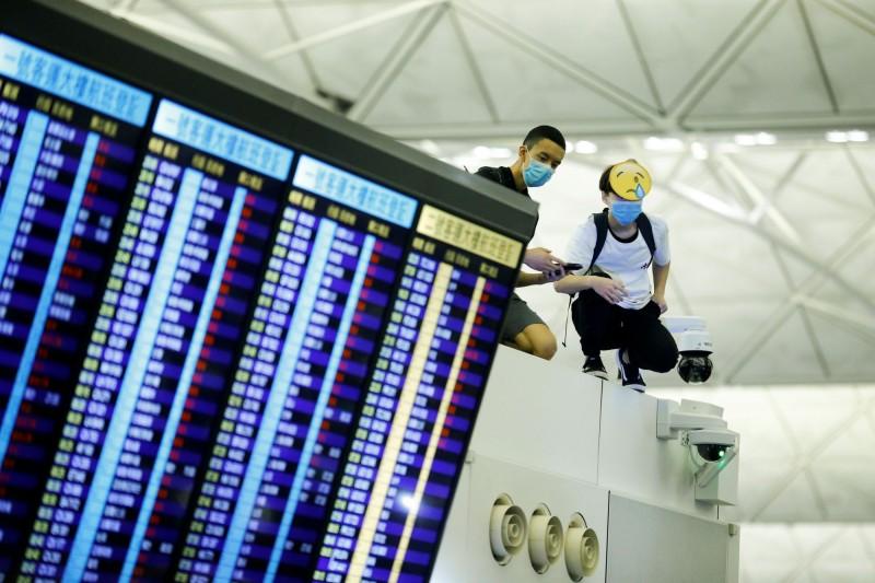 香港機場今天仍有部分航班取消。(路透)