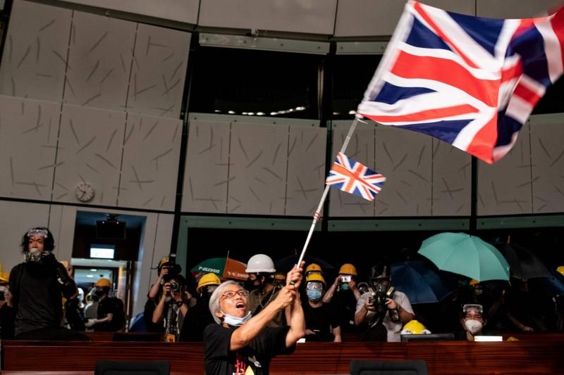 英國下議院外交委員會主席圖根哈特(Tom Tugendhat)呼籲,政府應給予香港人完整的英國國籍,作為與北京對峙的一種保障。(法新社)