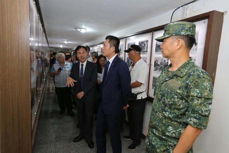 新竹市長林智堅到馬祖前線勞軍,除慰問新竹子弟和致加菜金,也感謝國軍在前線保家衛國。(照片由市府提供)