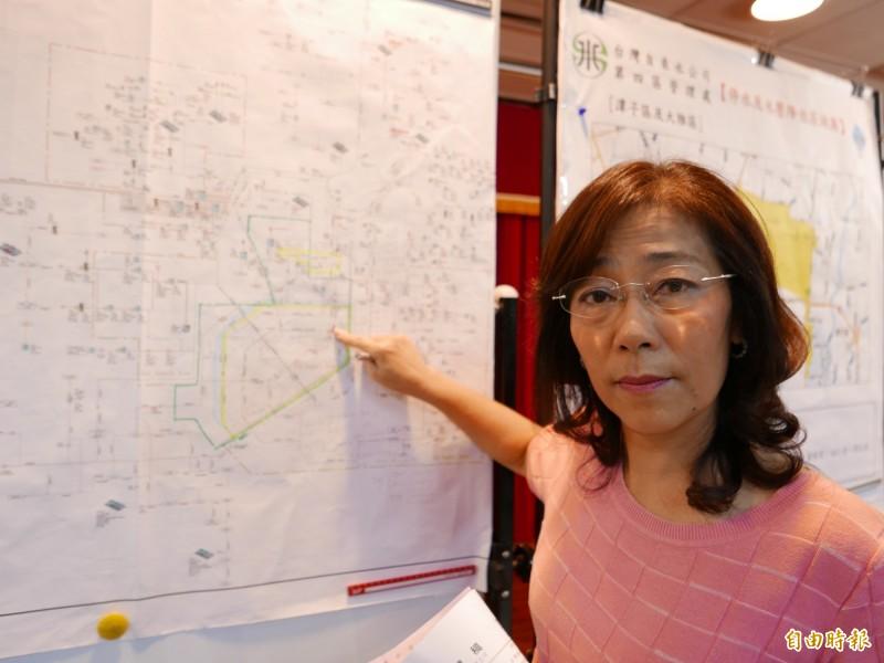 台水第四區處長蕭淑貞說明這次大停水原因。(記者蔡淑媛攝)