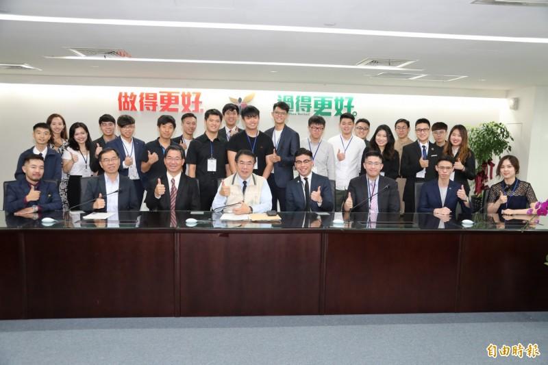 台南市長黃偉哲與世學聯台灣留學生座談。(記者洪瑞琴攝)