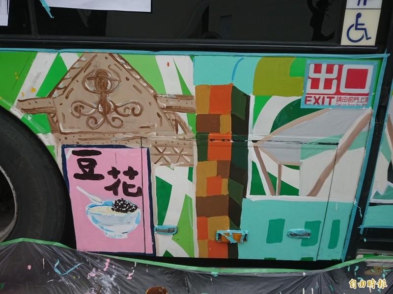 公車彩繪作品,看見台南豆花。(記者洪瑞琴攝)