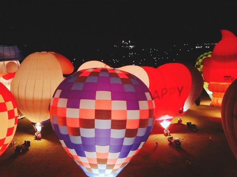 熱氣球光雕安可場 今晚煙火同時點亮夜空