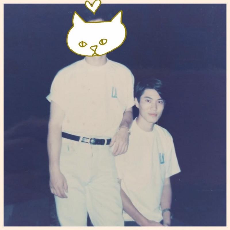 許多網友激讚年輕時的林右昌神似日本影星三浦春馬。(圖取自臉書粉絲專頁《貓與邪佞的手指》)