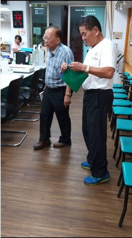 前立委林國慶戶籍由林父(右)代理遷入竹崎鄉。(讀者提供)