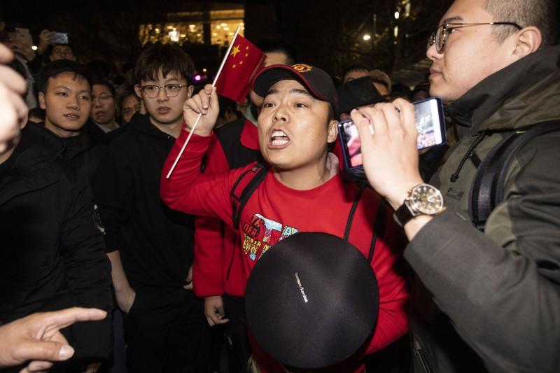 聲援香港反送中運動的「英美港盟主權在民/全澳聲援」墨爾本站有中國人鬧場。(歐新社)