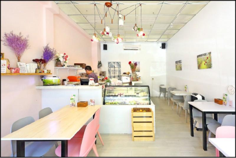善廸花廚的店面不大,以白粉色系打造明亮的用餐空間。(記者李惠洲/攝影)