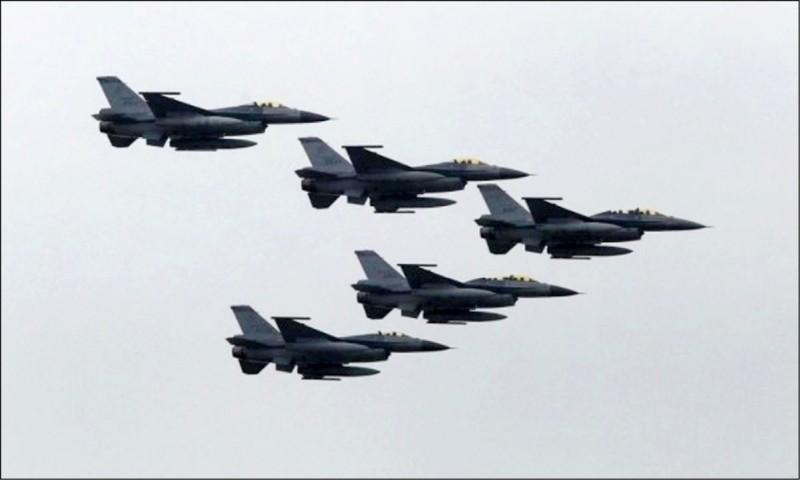 川普政府不顧北京強烈反對,繼續推動對台灣的八十億美元新型F-16戰機軍售案。(路透檔案照)
