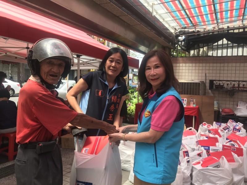中元節捐贈物資30年 善心團體今年找警友站一起發送