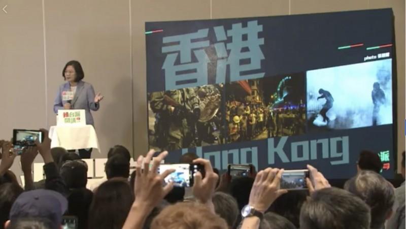 辣台妹開講:香港證明一國兩制是… 台下女生秒喊:嚎洨