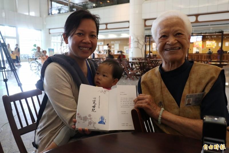 101歲人瑞蔡寬當志工 傳記「心寬世紀」勵志溫馨