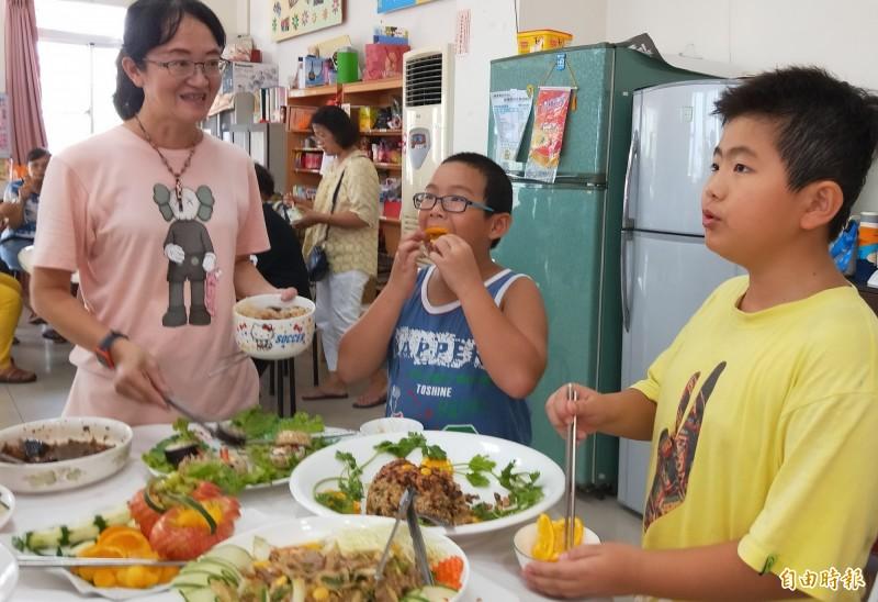 找出在地美味 西港社區媽媽向大廚學藝上菜囉