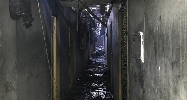 烏克蘭一間旅館今(17)晨發生大火,此為飯店走廊照片,可見大火延燒程度。(路透)