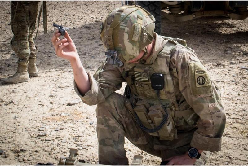 美軍日前在阿富汗執行任務時,首度啟用微型無人機「黑色大黃蜂」支援反恐任務。(擷取自DVIDS)