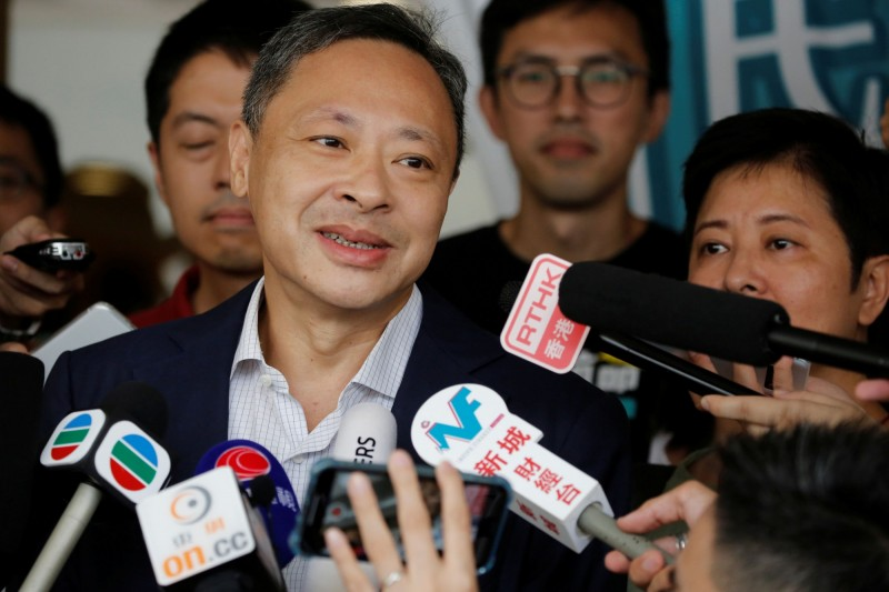 戴耀廷於15日獲准保釋,近來亦有來自全球472名學者連署,要求香港大學保留戴耀廷的教職。(路透)