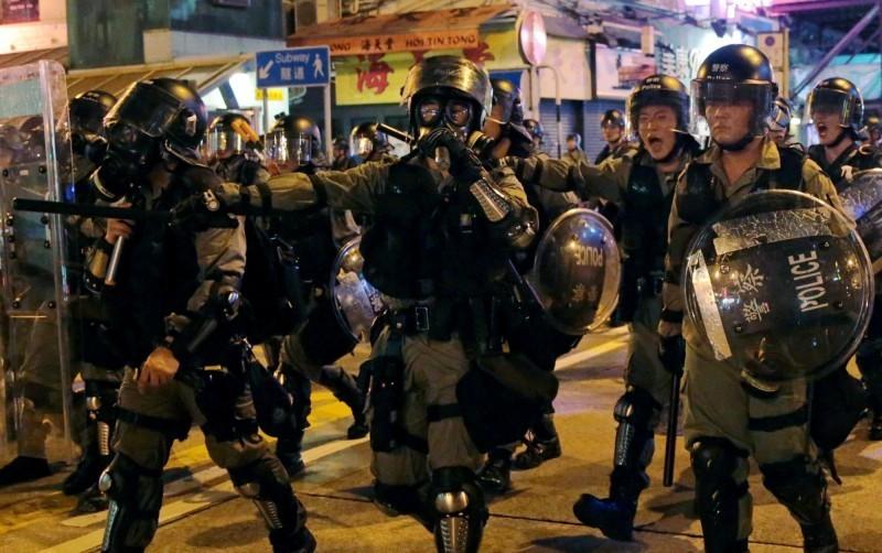 香港自6月反送中大遊行以來,警民衝突未曾止息,也常傳出警察進入大眾運輸站,甚至私人商場、地盤抓人事件,引起民眾反彈。(路透)