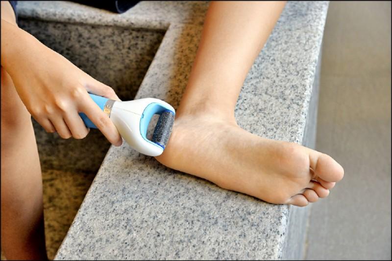 去腳皮不可過度,1個月不要超過2次。(記者許麗娟/攝影)