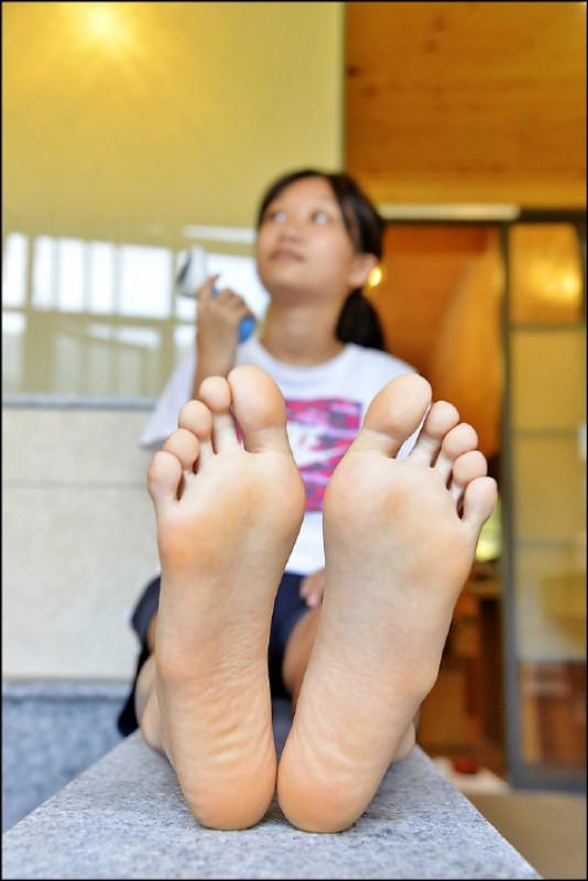 要保有一雙健康的腳,有異常現象時應先就醫,才能用對方式治療、修護。(記者許麗娟/攝影)