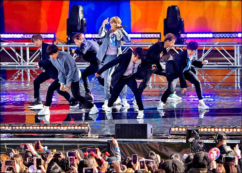 《中英對照讀新聞》BTS to take extended break - 韓「防彈少年團」將休長假