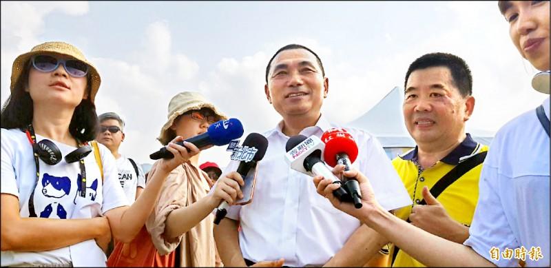 國民黨傳出新北市長侯友宜點頭同意接下韓國瑜新北競選總部主委,侯友宜昨受訪表示,目前以市政為最大優先,其他的事不考慮。(記者俞肇福攝)