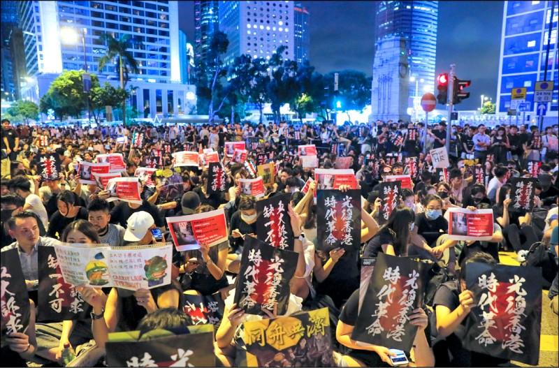 香港當前的革命運動,不再只是被中共視為「外國唆使」或「顏色革命」,而是「恐怖主義」。(美聯社)