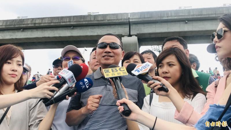 新北市長侯友宜今天出席大台北都會公園瀑布滑草場啟用活動。(記者陳心瑜攝)
