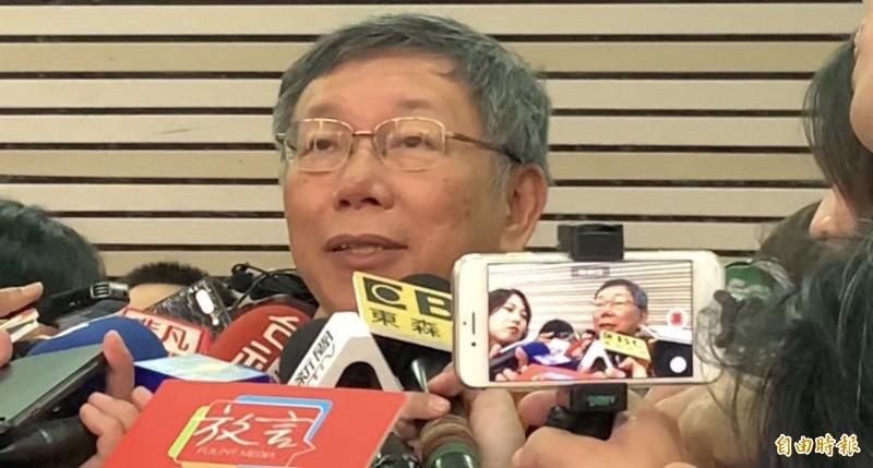 旺中集團成政治宣傳機構?台北市長柯文哲今早受訪嗆說,余紀忠死後有知一定痛哭流涕。(記者陳恩惠攝)